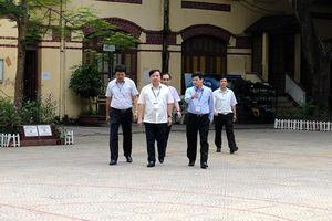 Phó Chủ tịch Ngô Văn Quý kiểm tra đột xuất công tác coi thi tại trường Trần Phú – Hoàn Kiếm