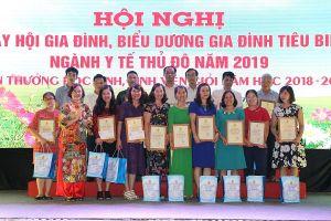 Biểu dương 106 gia đình tiêu biểu ngành Y tế Thủ đô