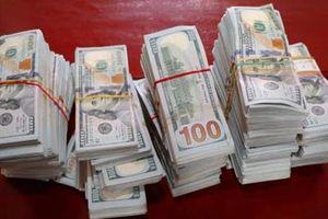 Bắt nửa triệu USD gần biên giới Campuchia