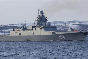 Tàu chiến Nga đến Cuba, máy bay tới Venezuela: Mỹ có run?