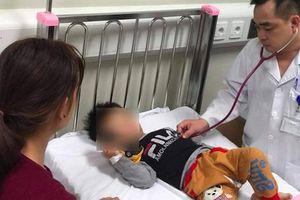 Bé trai 7 tháng tuổi nguy kịch sau khi bà nội cho uống thuốc cam chữa loét miệng