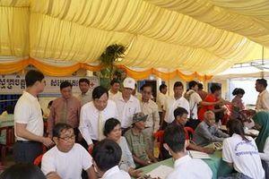 Tổ chức khám bệnh miễn phí cho người dân Campuchia