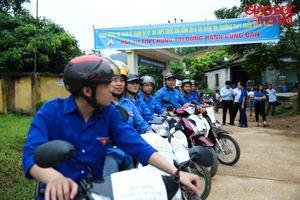 Thái Nguyên: Dàn 'siêu xe ôm'áo xanh chở thí sinh đến điểm thi