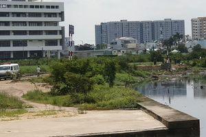 Nghi án tài xế Grabbike bị giết, thi thể bỏ bên bờ kênh