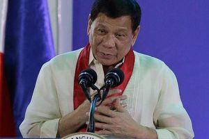 Tổng thống Philippines bất ngờ xin lỗi ngư dân vụ va chạm với tàu Trung Quốc