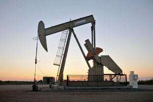Giá dầu lên đỉnh gần 1 tháng khi ông Trump siết trừng phạt Iran