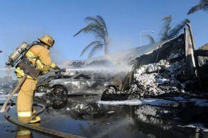 86 chiếc ôtô bị thiêu rụi tại bãi đỗ của CarMax