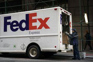 Từ chối vận chuyển điện thoại Huawei, FedEx kiện chính phủ Mỹ