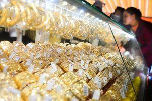 Giá vàng tăng mạnh, người dân thực lãi được bao nhiêu?