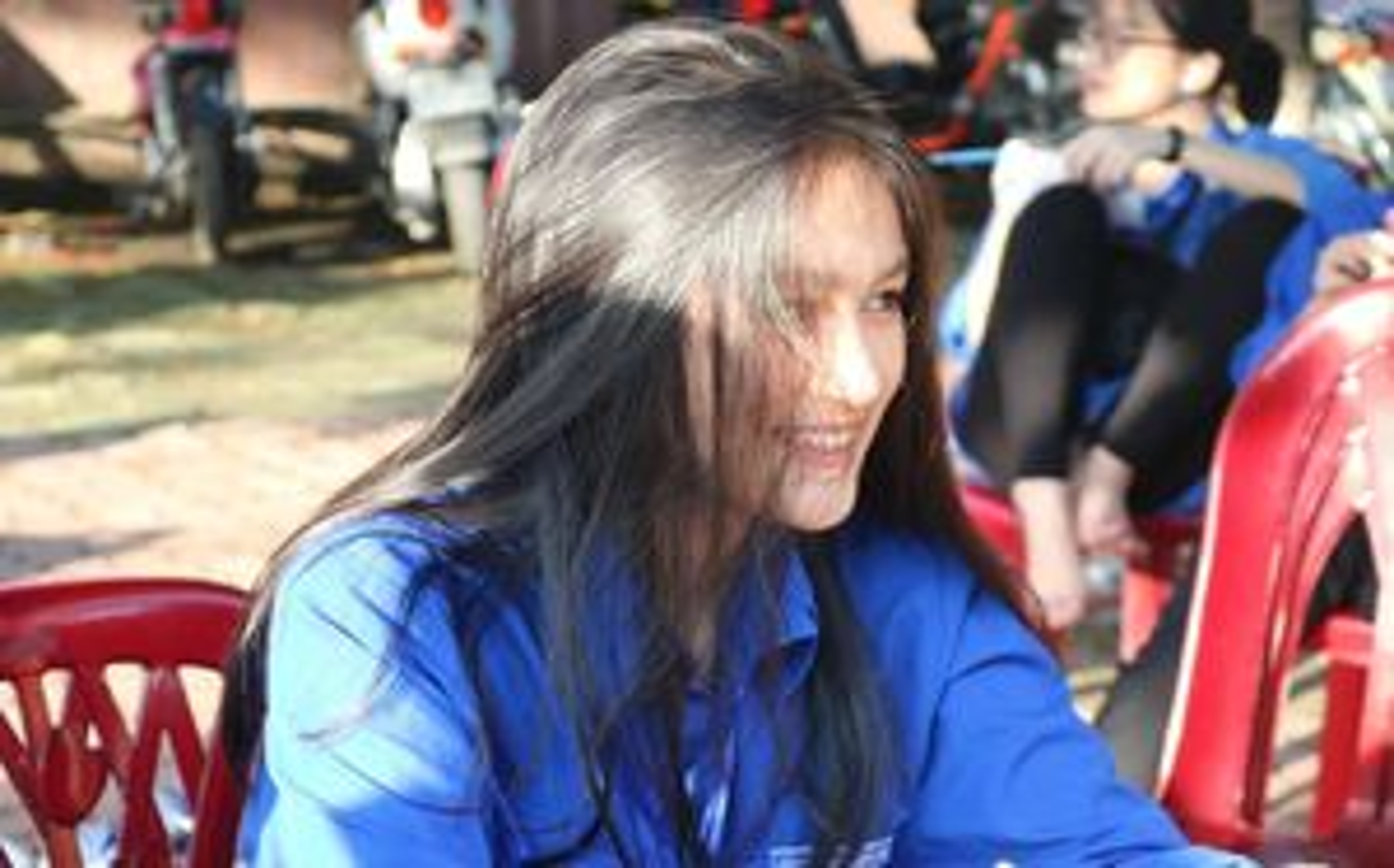 Nữ sinh tiếp sức mùa thi ở Nghệ An 'gây thương nhớ'