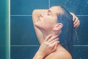 Tắm quá muộn và những thói quen gây hại sức khỏe