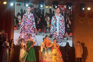 Hanbok, Áo dài cùng 'đua sắc' tại đêm hội Passion Show in Hanoi