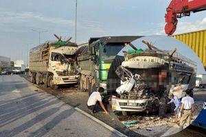 Tai nạn 2 người tử vong khiến hàng dài phương tiện ùn ứ trên cầu Thanh Trì