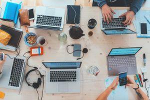 Tư vấn ngay cho bạn: 'Có nên làm công ty dịch vụ kế toán không?'