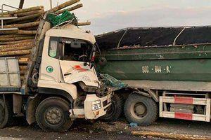 Đâm vào đuôi xe tải trên cầu Thanh Trì, hai người tử vong tại chỗ