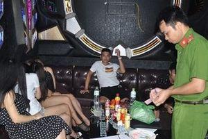 Những cuộc chơi đốt đời trong ma túy ở quán Karaoke