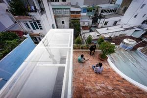 Ngôi nhà phố hiện đại có tháp mái cao vút ở Sài Gòn