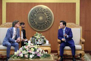Bộ trưởng Trần Hồng Hà trao Kỷ niệm chương 'Vì sự nghiệp Tài nguyên và Môi trường' cho các Đại sứ Australia và Thụy Điển
