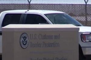 100 trẻ em di cư được cảnh sát đưa đến một viện mồ côi 'Vô Nhân Đạo' ở Texas