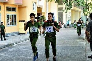 Gần 300 VĐV Công an TP Đà Nẵng dự giải bơi ứng dụng và chạy vũ trang-việt dã