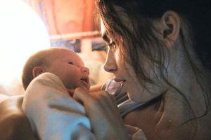 6 năm đầu sau khi sinh con, cha mẹ không ngủ đủ giấc