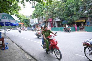 Dùng xe hộ tống thí sinh ngủ quên đến điểm thi ở Hà Giang, người trong cuộc nói gì?