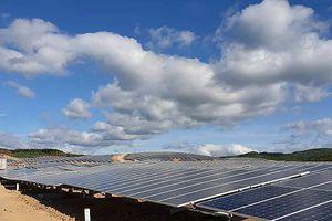 5 tháng làm xong một tổ hợp điện mặt trời
