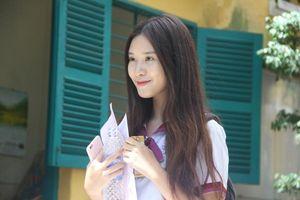 Nữ sinh Trưng Vương xinh xắn, rạng ngời rời trường thi