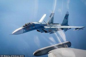 Chiến đấu cơ của Anh ở Estonia 2 lần chặn máy bay quân sự của Nga
