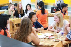 Giảng đường quốc tế: những lớp học tưng bừng của sinh viên Ngôn ngữ Anh HUTECH