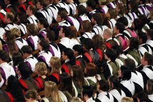 Anh: Lương sinh viên tốt nghiệp chênh lệnh lớn theo từng trường