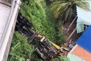 Tai nạn thảm khốc ở Bến Tre: Xe tải mất phanh tông vào ô tô 7 chỗ, nhiều người thương vong