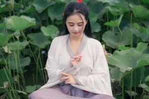 Nữ sinh chụp ảnh bên sen xinh đẹp như... thần tiên tỷ tỷ 'gây sốt' trên mạng