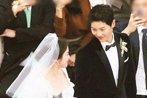 Giữa tâm điểm Song Joong Ki đệ đơn ly hôn Song Hye Kyo, fan tiếc nuối nhìn lại đám cưới cổ tích 2 năm trước