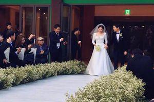 Fan tiếc nuối khi nhìn lại ảnh cưới đẹp lung linh của Song Song couple