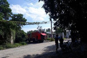 Xưởng phế liệu rộng hàng trăm m2 cháy dữ dội ở TP.HCM