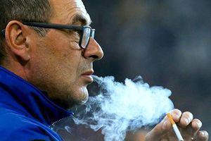 Nghiện thuốc cực nặng, HLV Sarri thú nhận 'đốt' 60 điếu mỗi ngày