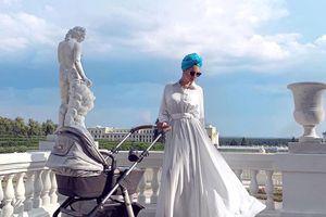 Hoa hậu Moscow khoe con trai đầu lòng với cựu vương Malaysia