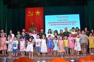Báo Quân đội nhân dân trao thưởng học sinh đạt giải, học sinh giỏi, học sinh tiên tiến