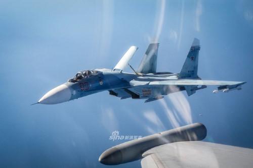Cận cảnh Su-27 Nga bị tiêm kích Anh áp tải ở biên giới Estonia