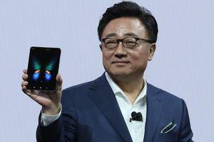 Samsung sẽ có điện thoại gập lại như Huawei Mate X