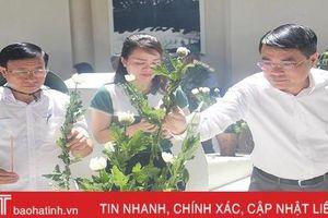 Thống đốc Ngân hàng nhà nước Việt Nam dâng hương tại Ngã ba Đồng Lộc