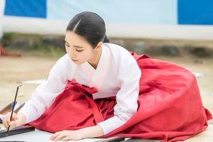 'Rookie Historian Goo Hae Ryung' phát hành poster đẹp nao lòng của Shin Se Kyung và Cha Eun Woo (ASTRO)