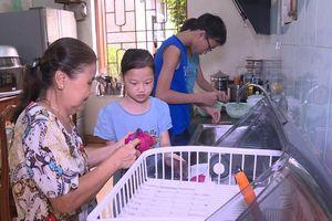 Ngày gia đình Việt Nam: Gắn kết tình thương từ những cử chỉ nhỏ
