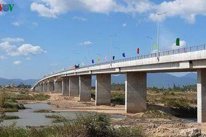 Phú Yên khánh thành đường tránh lũ, cứu hộ liên huyện, thành phố