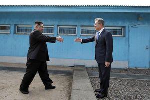 TT Trump nói có thể cùng ông Kim đi bộ qua DMZ để vào Triều Tiên