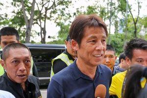 HLV Nhật Bản được tháp tùng nghiêm ngặt dự khán trận đấu ở Thai League