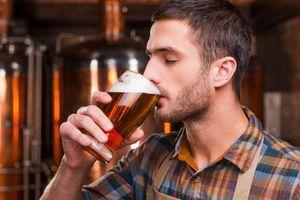 Uống bia đến nghiện, thanh niên không ngờ gặp chuyện kinh dị
