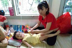 Tiếng kêu cứu đớn đau của bé gái 3 tuổi