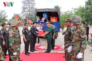 Đưa thêm nhiều hài cốt liệt sĩ quân tình nguyện về đất mẹ Việt Nam